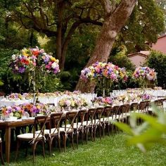 #Tablescape #belairhotel #TheEmptyVase used all bright colors in the florals for an airy garden feel!