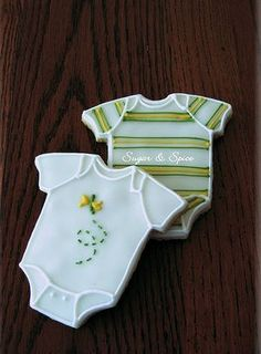 Onesie Cookies, so perfect for a baby shower. Onesie Cookies, Pink Cookies, Galletas Cookies, Fancy Cookies, Iced Cookies, Cut Out Cookies, Cute Cookies, Royal Icing Cookies, Sugar Cookies