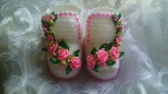 Crocheted baby booties with ribbon roses and beads Crochet Baby Socks, Crochet Shoes, Crochet Slippers, Crochet For Kids, Baby Knitting, Free Crochet, Knit Crochet, Baby Boots, Baby Girl Shoes