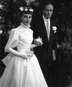 11 Celebrities Who Wore Long-Sleeved Wedding Dresses