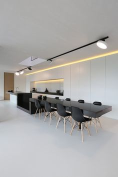 Converging shapes and forms interaction with each other in a vibrant yet stylish modern kitchen design for an exclusive home. Luxury Kitchen Design, Interior Design Kitchen, Kitchen Decor, Interior Decorating, Kitchen Dining, Küchen Design, House Design, Design Ideas, Interior Minimalista