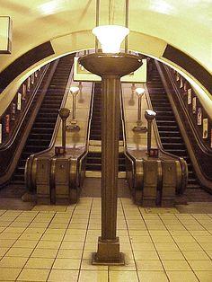 The Art Deco Southgate Tube Station, London Art Nouveau, London Underground Tube, Statues, London History, Local History, Deco Retro, Streamline Moderne, Art Deco Buildings, London Transport