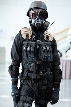 I find this guy so hot and I cant even see his face. Its the uniform.