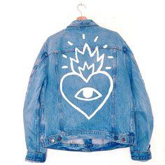 Ricardo cavolo denim jacket with scared heart and eye Diy Jeans, Diy Fashion, Ideias Fashion, Fashion Tips, Fashion Clothes, Jean Diy, Painted Denim Jacket, Denim Jacket Men, Look Jean