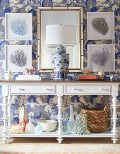 Love the chic combination of coastal and Chinoiserie pieces in this chic blue and white entry!
