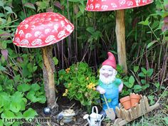 14 Ways to turn kitchen items into creative garden art. #ad