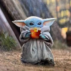The internet has Baby Yoda fever, and it's making hilarious memes to show it! Check out this roundup of the funniest Baby Yoda memes to hit the internet! Star Wars Meme, Really Funny Memes, Funny Relatable Memes, Funny Babies, Cute Babies, Tea Meme, Memes Do Dia, Beste Gif, Clean Memes