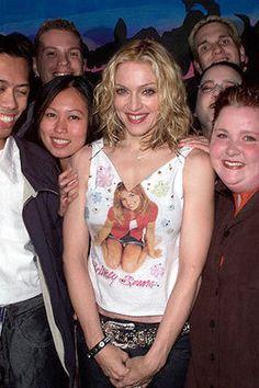 With fans - 2000 Le Vatican, Britney Spears Gif, Britney Spears Pictures, Best Female Artists, Female Singers, Mariah Carey, Walt Disney, Divas Pop, Vestidos
