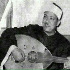 عبدالباسط در حال نوازندگیعکس