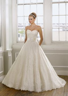 A-line Strapless Sweetheart Chapel Train Organza Lace Wedding Dress