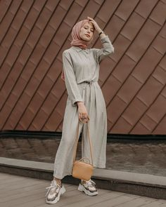 Fine Outfit Ideas Drawing To Update Your Dressing outfit… – Hijab Fashion 2020 Hijab Fashion Summer, Modest Fashion Hijab, Modern Hijab Fashion, Street Hijab Fashion, Hijab Style Dress, Hijab Fashion Inspiration, Casual Hijab Outfit, Ootd Hijab, Hijab Chic