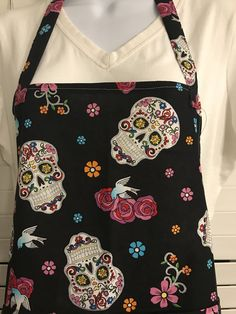 Day of the Dead Apron / Dia de los Muertos / black skull Apron with Pockets / Halloween Apron / Sugar Skulls apron / glitter skulls apron / teacher apron / Spanish teacher