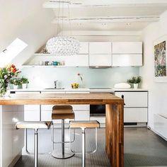 VELUX Dachfenster Lassen Doppelt Zu Viel Tageslicht In Den Raum Wie  Vertikale Fenster Gleicher Größe. Ist Das Der Grund Warum Diese Küche So ...