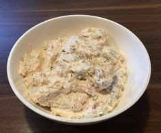 Lachscreme als Dip oder Brotaufstrich Salmon cream as a dip or spread from A Thermomix ® recipe from the Sauces / Dips / Spreads category on www.de, the Thermomix ® Community. Salmon Recipes, Potato Recipes, Lunch Recipes, Vegetarian Recipes, Chutney, Salmon Dip, Salmon Spread, Benefits Of Potatoes, How To Cook Pasta