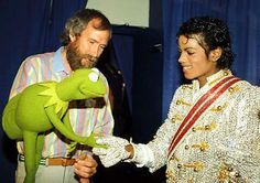 Behind the Scenes ‏@MakingOfs Jim Henson, Kermit the Frog and Michael Jackson, 1984