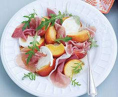 Peach salad with prosciutto is the perfect recipe with rocket leaves. Find these and other rocket leaves recipes on EatOut New Recipes, Salad Recipes, Healthy Recipes, Recipies, Prosciutto Recipes, Feta Salad, Learn To Cook, Perfect Food, Spicy