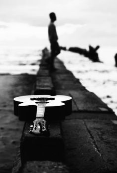 Acoustic Guitar Photography, Musician Photography, Photography Poses For Men, Photography Photos, Best Acoustic Guitar, Guitar Art, Popular Photography, Creative Photography, Guitar Photos