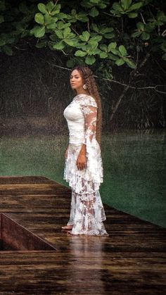 Beyoncee wearing a white dress Estilo Beyonce, Beyonce Style, Beyonce Knowles Carter, Beyonce And Jay Z, Queen B, Black Queen, Destiny's Child, King B, Costumes