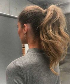 20 Impressive Job Interview Hairstyles: #17.