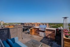 The city skyline is a perfect backdrop for your BBQ on our rooftop deck! Apartment Communities, Rooftop Deck, Luxury Apartments, Bedroom Apartment, Alexandria, Backdrops, Bbq, Skyline, Tours