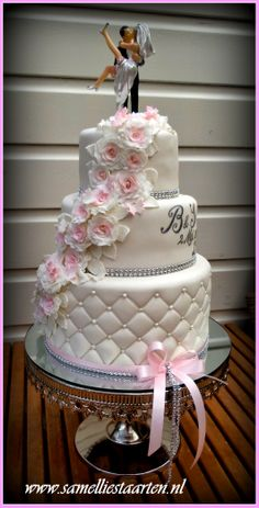 - White with a little pink weddingcake