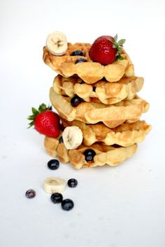 Paelo Waffel recipe: 3 egg yolks 3 egg whites, room temperature 1/4 cup coconut milk or milk 1 cup almond flour ¼ teaspoon salt 1 teaspoon vanilla if sweet 1 teaspoon maple syrup, optional 2 tablespoons coconut oil, melted bacon grease or lard or coconut oil for iron