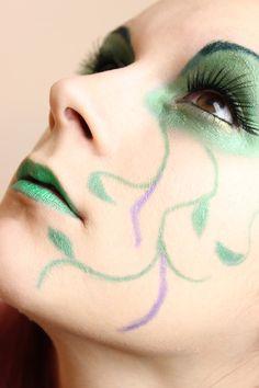 Green Fairy Make Up http://www.talasia.de/2013/02/15/green-fairy-make-up/
