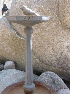 Kivikkopihan tekeminen: kivet, pihaan sopivat esineet ja rakennelmat. Havukasvit, heinät.