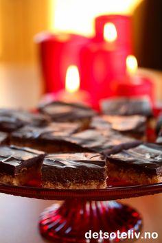Sarah Bernhardt i langpanne uten nøtter (med Ritz-kjeks) Christmas And New Year, Sweet Tooth, Food And Drink, Treats, Baking, Desserts, Cakes, Sweet Like Candy, Tailgate Desserts