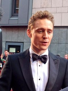 Olivier nominee and star of Thor, Tom Hiddleston. If only I'd brought my hammer #Oliviers2014 pic.twitter.com/wjJQH5WQM3