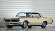 Cars with Rear wheel Drive:   http://www.autorevue.at/motorblog/zehn-autos-mit-heckantrieb.html  Pontiac GTO