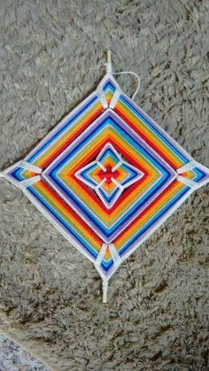 God's Eye Craft, Gods Eye, Leaf Pendant, Mandala Art, Quilling, Folk Art, Beach Mat, Projects To Try, Outdoor Blanket