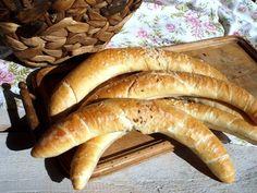 Megint egy remek házi kifli...Emlékszem régen, mikor reggel, marha nagy kedvvel battyogtunk a suliba, útközben volt egy Tejbolt... Hungarian Cuisine, Hungarian Recipes, Bread Recipes, Cake Recipes, Cooking Recipes, Croissant Bread, Bread Baking, Hot Dog Buns, Food And Drink