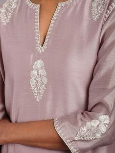 Discover recipes, home ideas, style inspiration and other ideas to try. Embroidery On Kurtis, Hand Embroidery Dress, Kurti Embroidery Design, Embroidery Fashion, Machine Embroidery Designs, Velvet Dress Designs, Dress Neck Designs, Blouse Designs, Kurta Neck Design