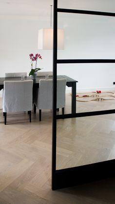 MoreFloors - vloeren Breda - reuze visgraat 4-9 x 160 x 164 mm licht gerookt + wit gerookt Interior Design Trends, Home Interior Design, Interior Design Living Room, Interior Design, House Interior, Cozy House, Floor Colors, Home Deco, Living Room Flooring