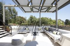 Outdoor entertainment corner in Beverly Hills by XTEN ARCHITECTURE
