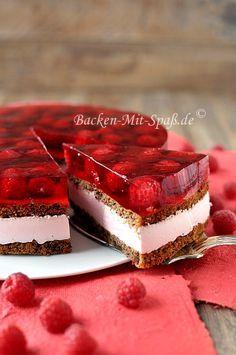 Nuss- Schokokuchen mit Himbeeren Light hazelnut chocolate cake with raspberry mousse, fresh raspberries and jelly. Refreshing and gluten-free.