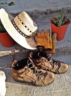 #eljardíndemiabuela #sombrero #botas #guantes #básicosdejardín