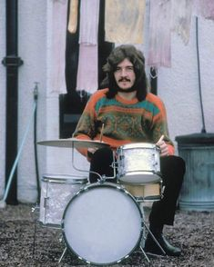 """""""Some of the stuff Jimmy asked John Bonham to do in Led Zeppelin. it was complicated shit, and Jimmy would have to run through it with… Led Zeppelin, John Bonham, Jimmy Page, Robert Plant, Pink Floyd, Great Bands, Cool Bands, Metallica, Vintage Drums"""