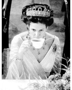 """110 gilla-markeringar, 2 kommentarer - Swedish Royal Family (@svenskakungligt) på Instagram: """"Queen Silvia of Sweden"""""""