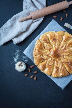 Je profite de l'Epiphanie pour vous proposer cette recette de tarte soleil à la crème d'amandes : une autre version de la galette des rois !