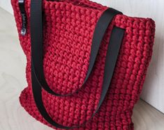 Crochet Patterns Bag Crochet cloth bag red by KnitKnotKiev on Etsy . Discover thousands of images about Red Crochet Tote Bag WEBSTA @ knitknotkiev - Finally the red tote is here! Crochet tote bag made of t-shirt (zpagetti, trapillo) recycled yarn. Crochet Tote, Crochet Handbags, Crochet Purses, Free Crochet, Chunky Crochet, Chunky Yarn, Tshirt Garn, Crochet Shoulder Bags, Knitted Bags