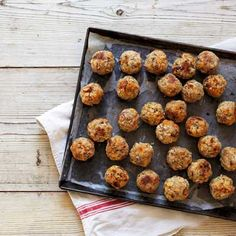 A great vegetarian stuffing option whip up these apricot and pecan stuffing balls for non meat eaters in the family. Christmas Stuffing, Christmas Roast, Christmas Lunch, Vegan Christmas, Christmas Ideas, Christmas Turkey, Christmas Foods, Christmas Cooking, Christmas 2019