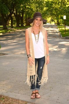 A natural-colored crochet vest over a basic white tank and jeans is the perfect weekend uniform! Throw on a floppy hat for extra flair! Crochet Vest Outfit, Long Vest Outfit, Vest Outfits, Casual Outfits, Cute Outfits, Western Outfits, Boho Fashion, Autumn Fashion, Fashion Outfits