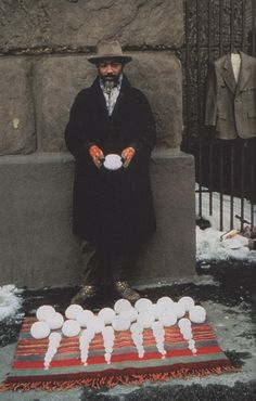 DAVID HAMMONS http://www.widewalls.ch/artist/david-hammons/ #installation #sculpture