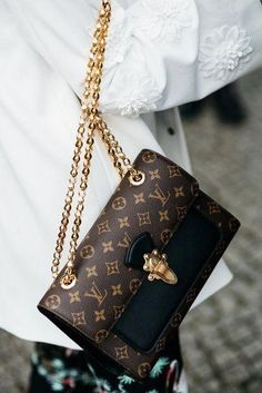 2019 New Louis Vuitton Handbags Collection for Women Fashion Bags Must have it Burberry Handbags, Chanel Handbags, Louis Vuitton Handbags, Fashion Handbags, Purses And Handbags, Fashion Bags, Louis Vuitton Monogram, Cheap Handbags, Cheap Purses