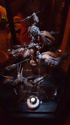 NECA toys #Skorge and #AvP_TempleGuard with #NecADynamiCFigurEStandS