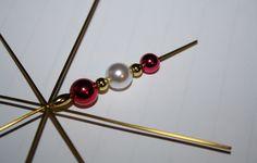 Wir hatten viel Spaß mit Bastel-Sets für Perlensterne von Folia:  http://www.tarisa.de/produktvorstellung-perlensterne-von-folia/