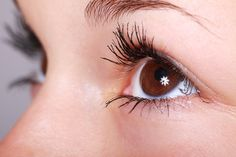 Here's An Easy Trick To Create Natural Eye Makeup