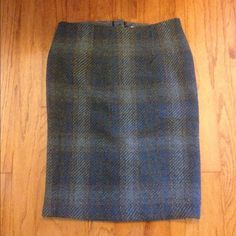 Dalia collection. Fall plaid skirt Excellent condition. Only worn a few times. Size 4. Perfect for fall. Skirts